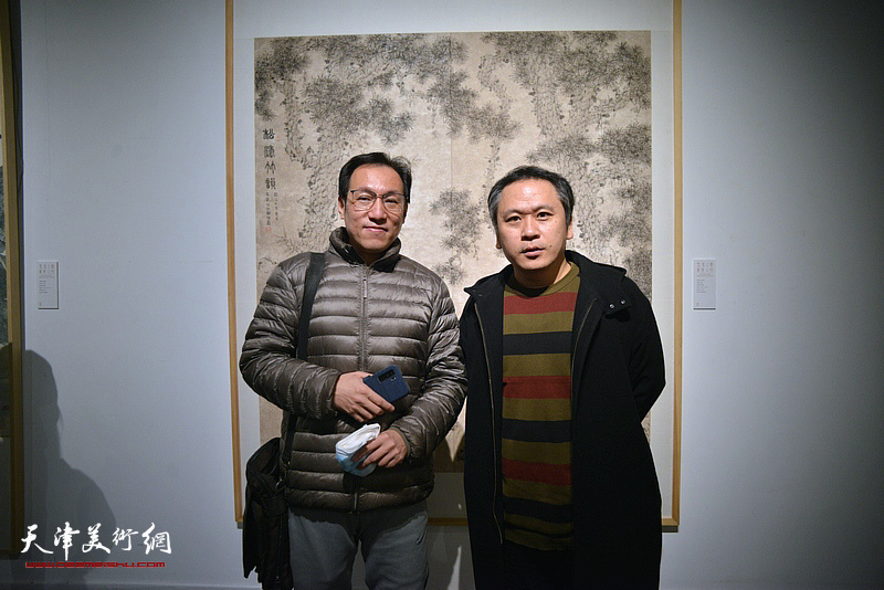 霍岩、曹祥哲在展览现场。