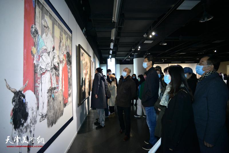 大美之艺·厚德之行——2020天津美术学院教师作品双年展(美术学类)现场。