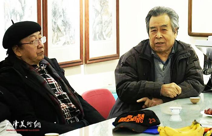 赵树松、王之海在穆怀安山水画展示活动现场