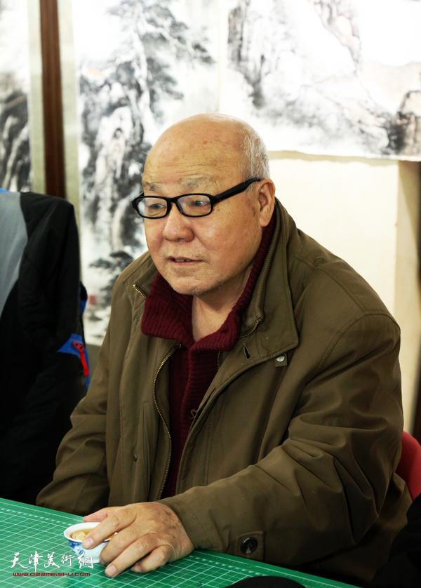 刘凤棋在穆怀安山水画展示活动现场