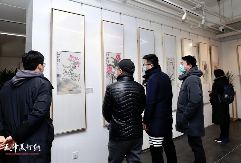 """""""荷生万象——贾广健花鸟小品展""""现场。"""