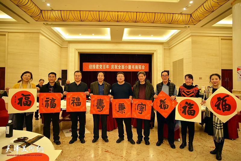 参加笔会的部分书画家、嘉宾在活动现场。