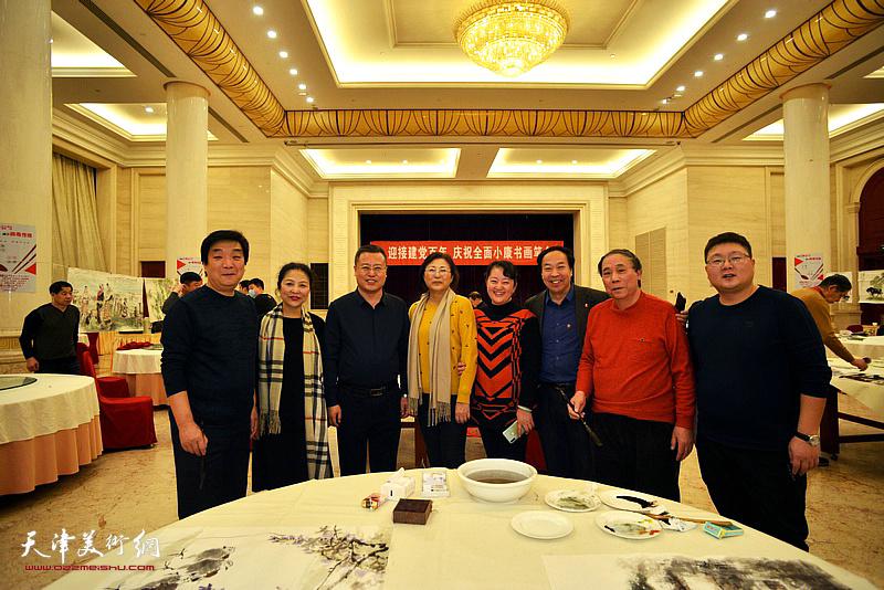 高唯涵、郭凤祥、翟鸿涛、李国英、樊玉莹、李虹与嘉宾在笔会现场。