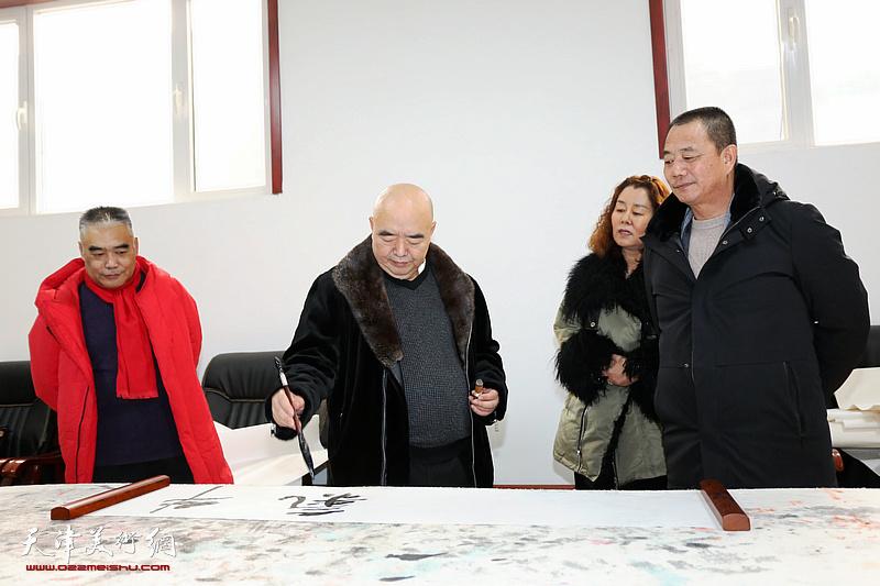 尹沧海、林德谦、陈志峰走进芦新河送福迎春