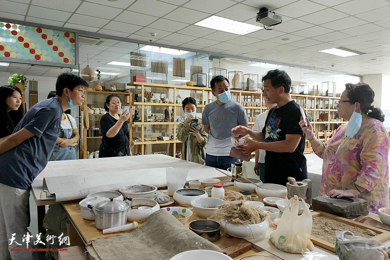 名师讲堂之赵栗晖教授主讲中国画传统材料技法研究