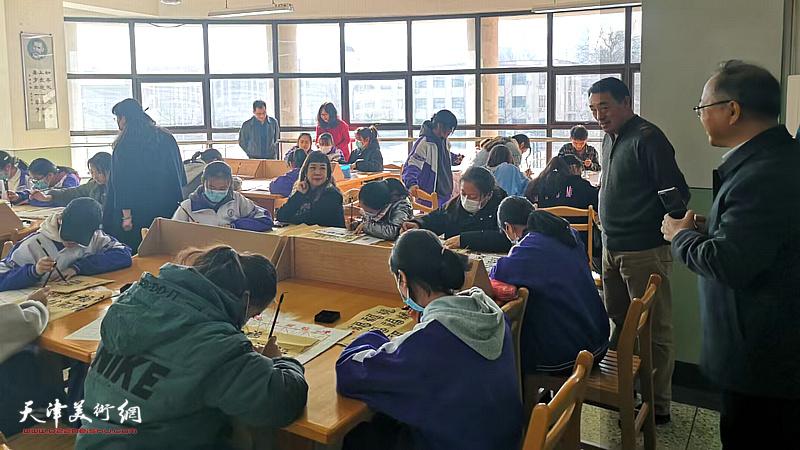 天津青年书画艺术研究院书画家与天津七中留津藏族同学书福迎春