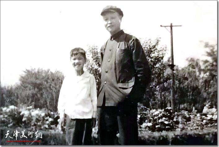 冯大准与父亲冯星伯先生在上世纪60年代。