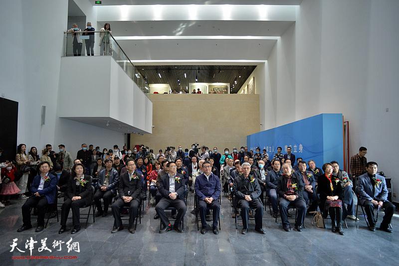 """3月31日,""""品真格物——第二届全国青年工笔画作品展""""在天津现代美术馆开幕。"""