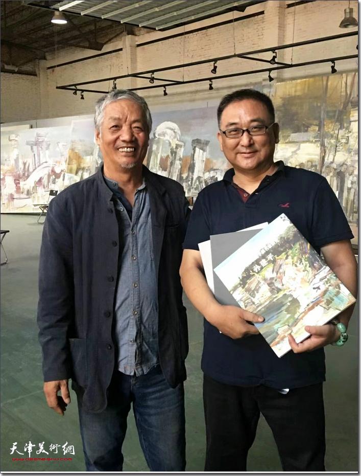 杨文与老师孙建平先生。