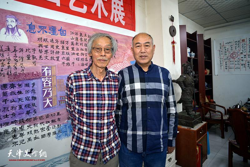 姚景卿、吕永强在陈连羲书画艺术展现场。