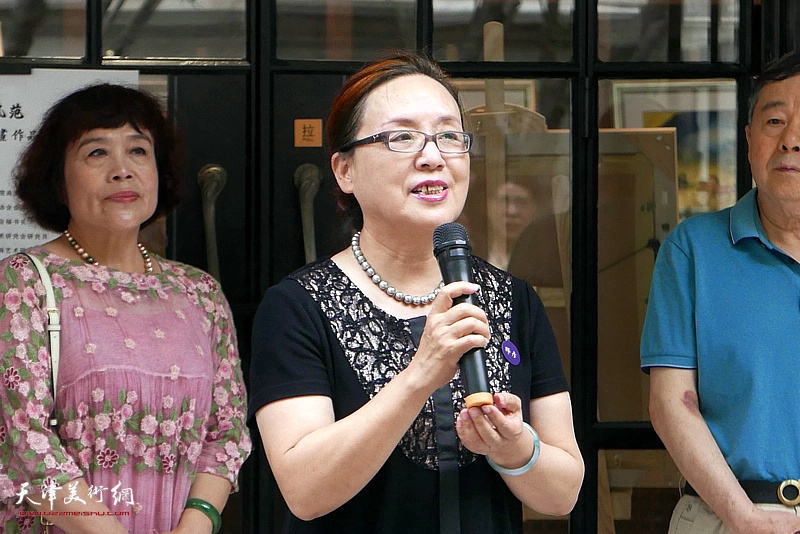 市政府参事崔可贤女士致辞。