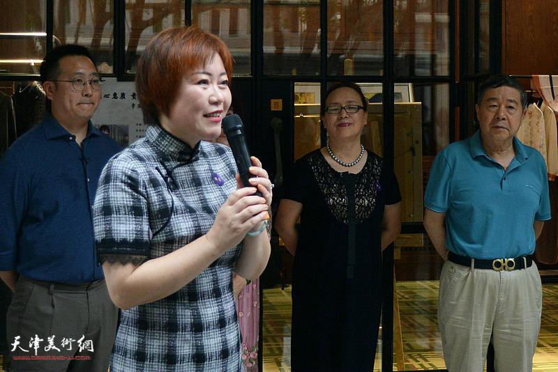 艺术家李澜女士致辞。
