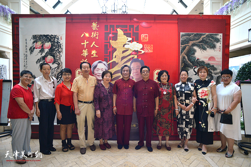 曲学真、陈玉梅夫妇、刘乃驹、王淑庭夫妇与刘家城、赵同相、于澍梅、李澜等来宾在活动现场。