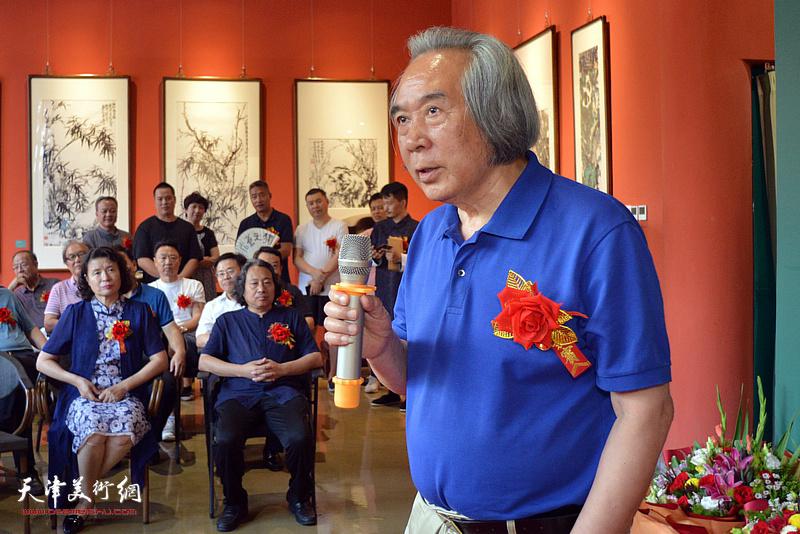 著名美术教育家、天津美术学院教授霍春阳先生致辞。