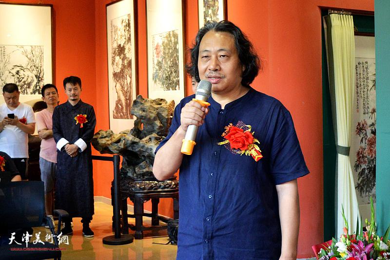 天津美术学院院长贾广健致辞。