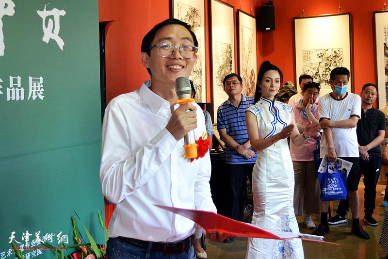 画展开幕仪式由水香洲文化艺术中心负责人李传凤主持。