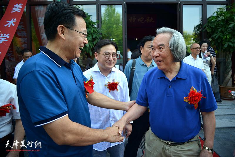 霍春阳、张桂元、孙飞在香洲文化艺术中心。
