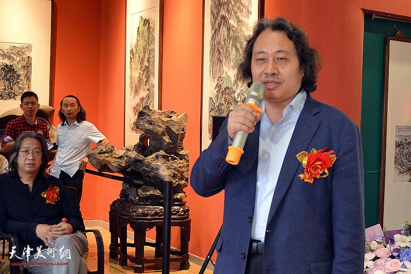 天津美术学院院长贾广健教授致辞。