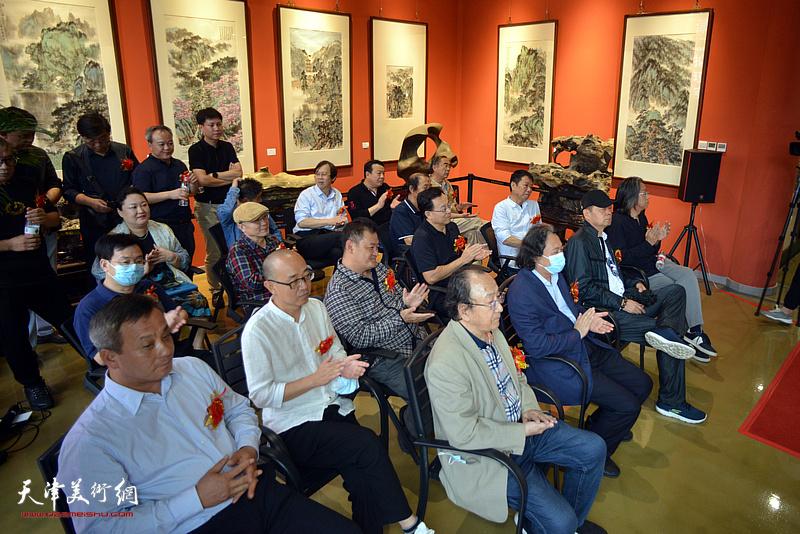 山水之间—杨惠东中国画作品展开幕仪式现场。