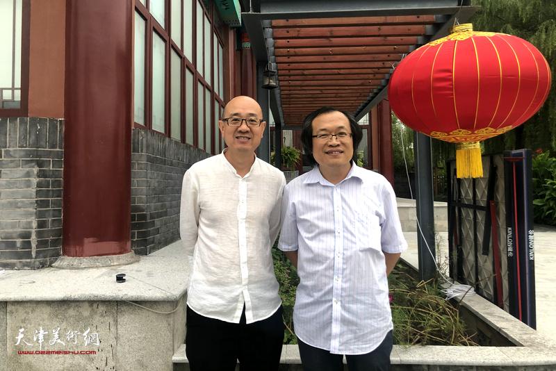 杨惠东与马驰在水香洲文化艺术中心。