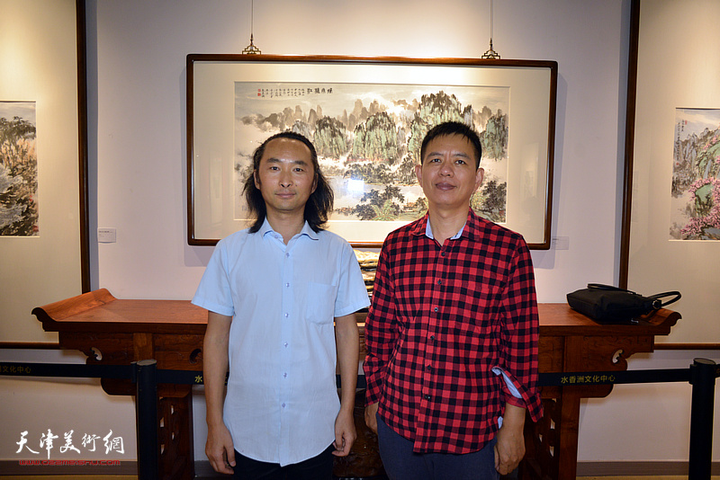 杨海涛、安士胜在画展现场。