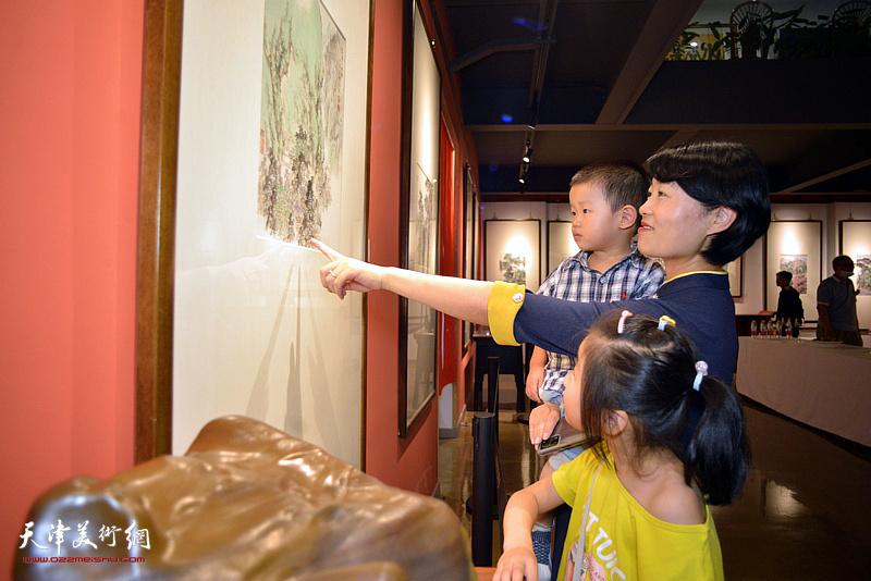 山水之间—杨惠东中国画作品展现场。