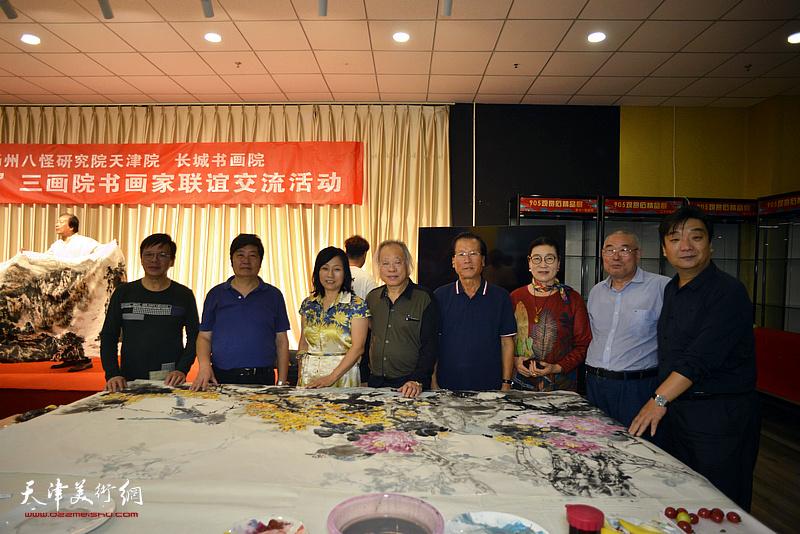 左起:李根友、王惠民、张荷芝、王金厚、吕宝珠、王俊英、王义常、翟鸿涛在活动现场。