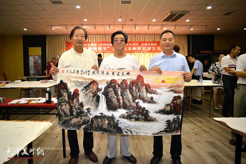 左起:刘家城、曲学真、邢立宏在活动现场。
